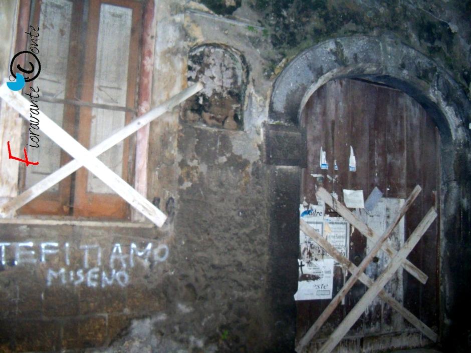 Finestre e porte sbarrate, Oratorio di San Paolino, Nola