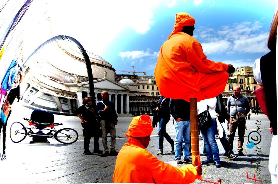 Napoli, Piazza del Plebiscito Fachiro Hindu