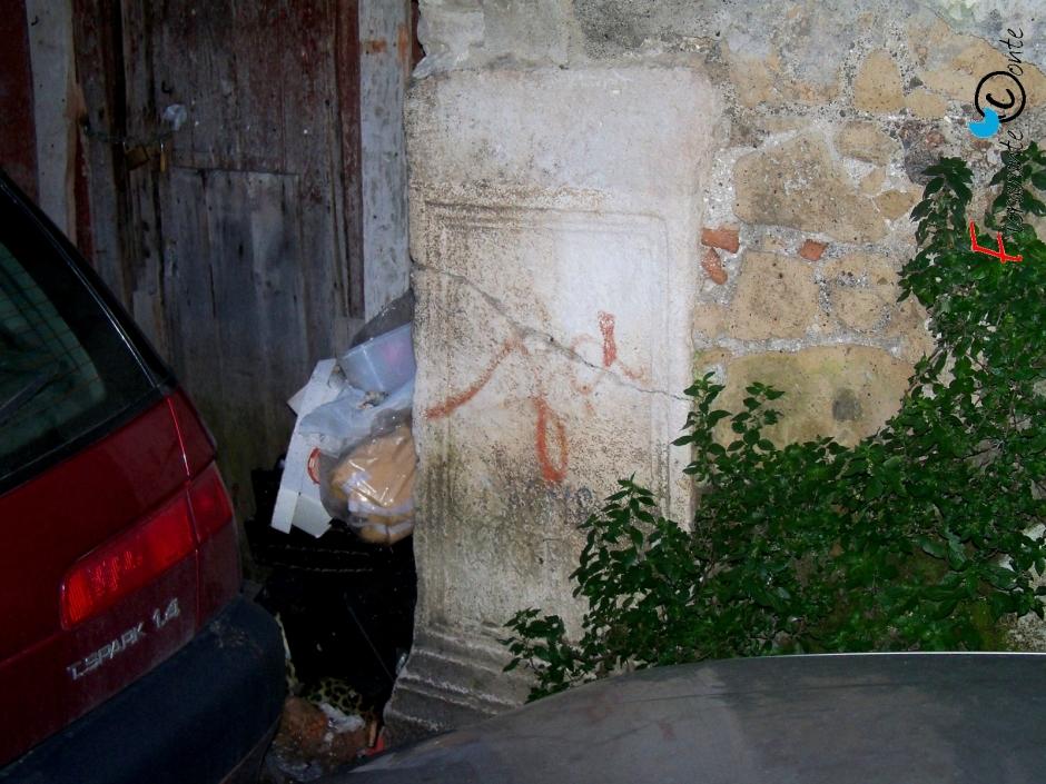 Basamenti romani ed immondizia