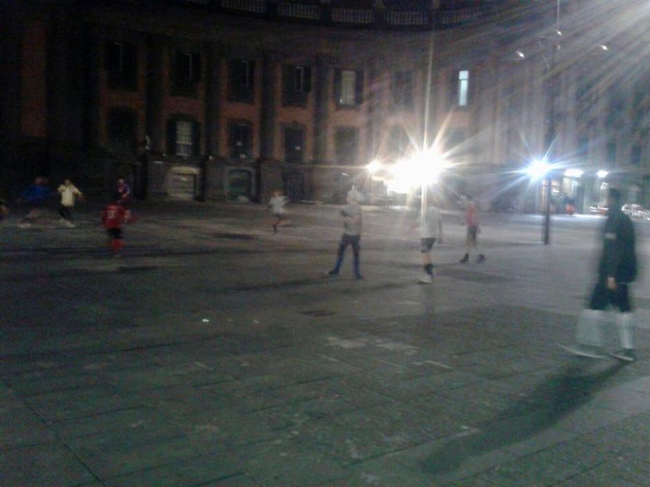 Piazza Dante e il calcio